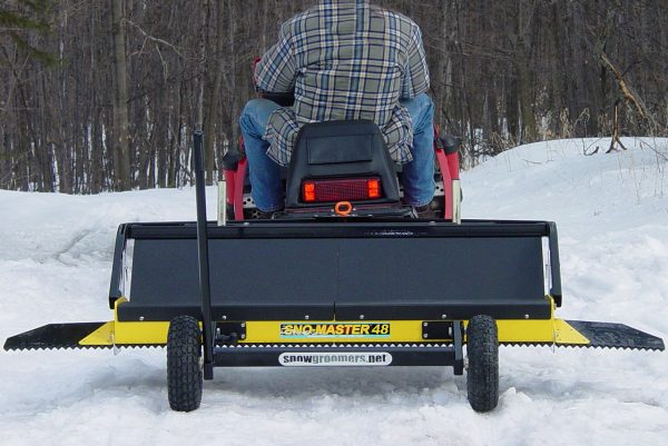 snow groomer with wheels
